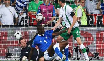 balotelli shines as italy enters quarterfinals -...