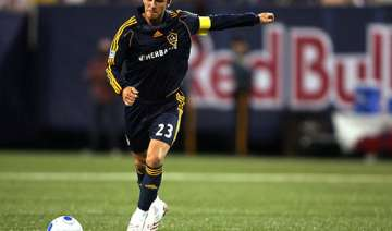 beckham signs new 2 year deal with la galaxy -...