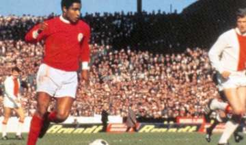 benfica says former star eusebio hospitalized -...