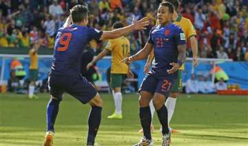 fifa world cup netherlands edge australia 3 2 -...