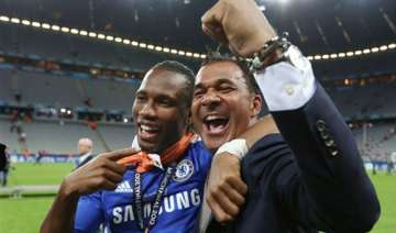 gullit opposes yellow cards for protesting racism...