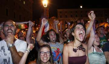 italy fans celebrate victory over england - India...