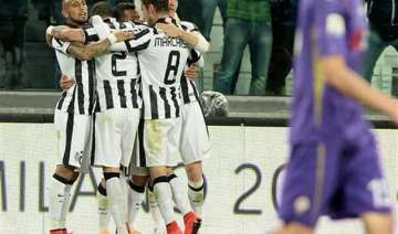 juventus beats fiorentina 3 2 but left waiting...