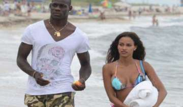 balotelli objects to sexy pose gf fanny dumps him...