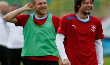 injured rosicky not ready to start euro quarters...