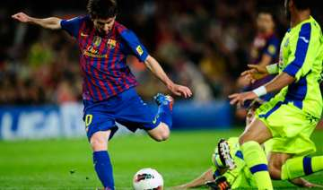 messi s 61st goal leads barcelona past getafe 4 0...