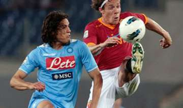 napoli and roma draw 2 2 in serie a - India TV