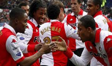 psv celtic advance in champions league qualifying...