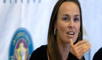 hingis long inducted into tennis hall of fame -...
