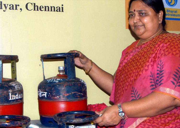 sale of 5 kg lpg cylinders allowed at petrol pumps across india- India Tv