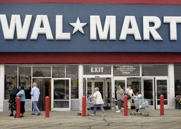 what are the risks that wal mart faces when entering other retail markets Wal-mart: staying on top of the fortune 500  branch out into new sectors of retail wal-mart's public affairs  and is larger than any other retail chain.