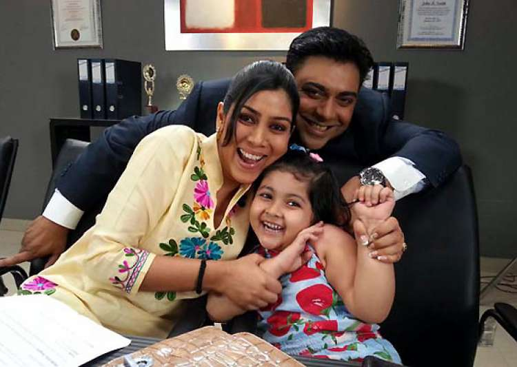 bade ache lagte hain s pihu quits the show gets replaced see pics- India Tv