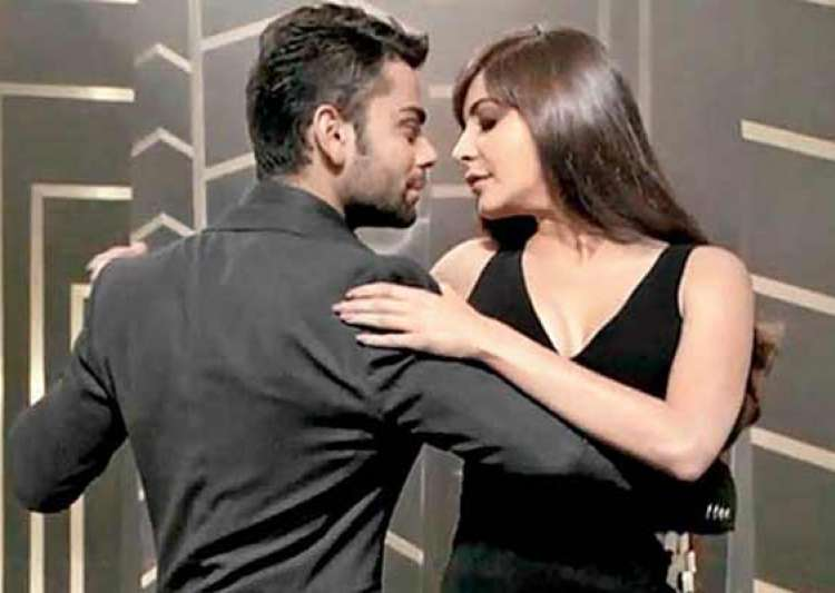 did anushka sharma kiss virat kohli view pics- India Tv