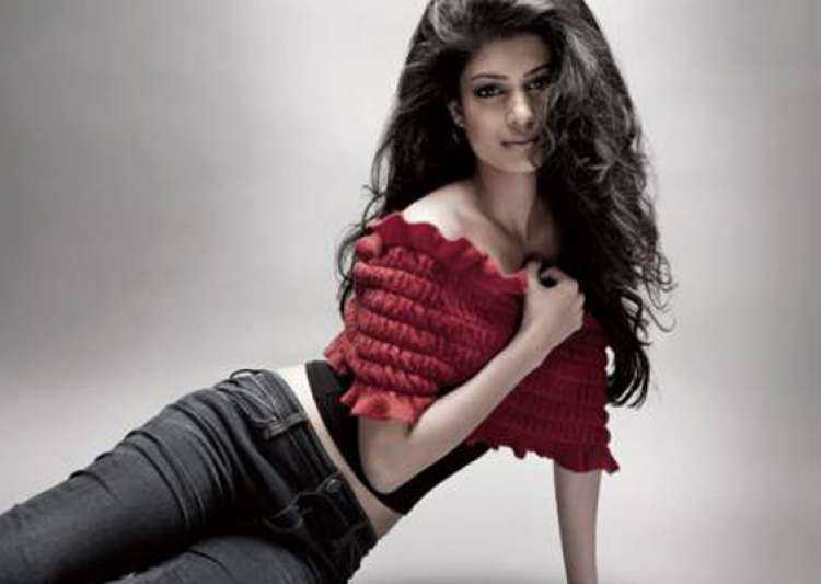 i am keen to work in hollywood and bollywood both says tena desae- India Tv