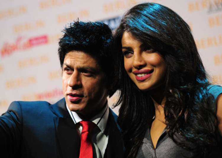 priyanka hops on to srk s aircraft offloads many- India Tv