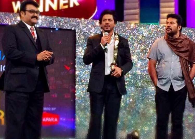 shah rukh khan honoured to perform with mammootty mohanlal at asianet film awards see pics- India Tv