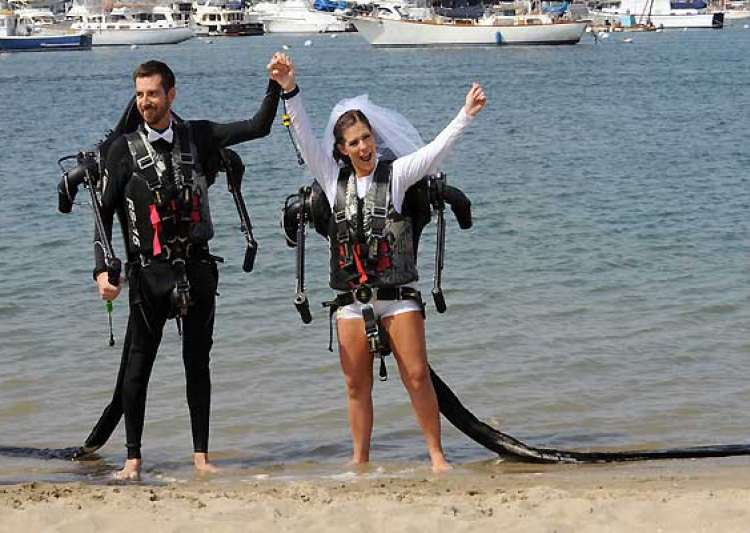 californian couple marry in air wearing jetpacks- India Tv