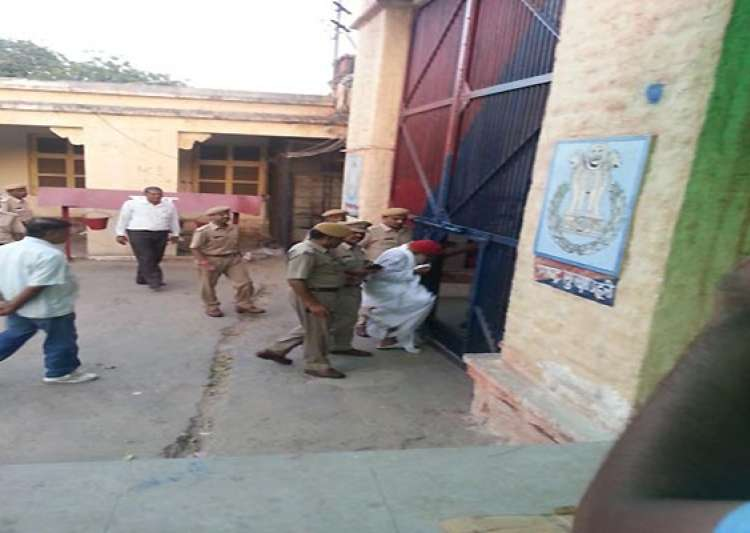 asaram lodged in jodhpur jail supporters go on rampage- India Tv