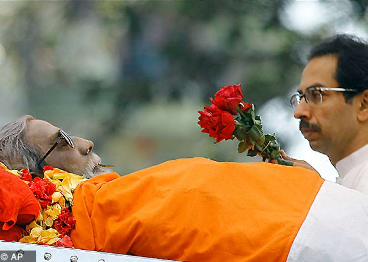 bal thackeray cremated with state honours amidst sea of mourners- India Tv