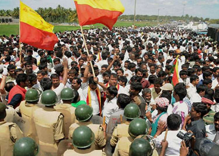 cauvery war intensifies tn to file contempt plea against- India Tv