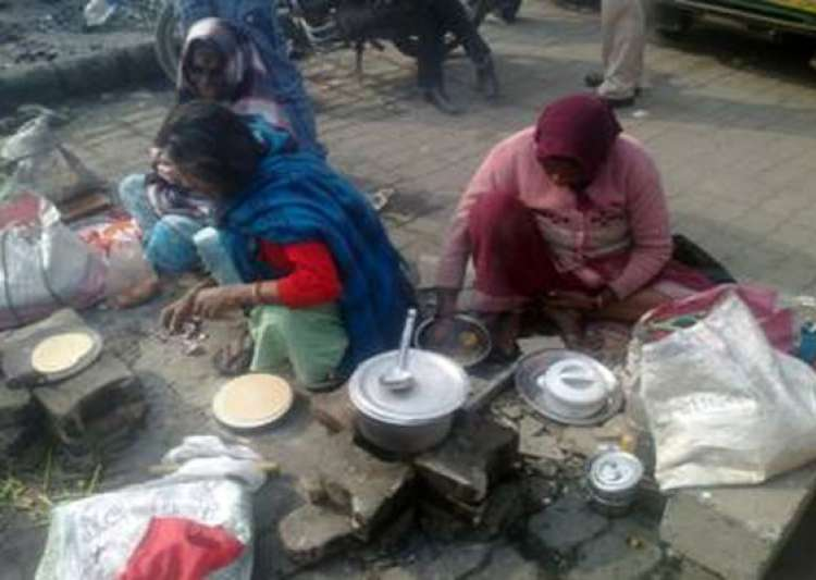 healthcare in india as delhi shivers cancer patients relatives spend nights on pavement outside aiims- India Tv
