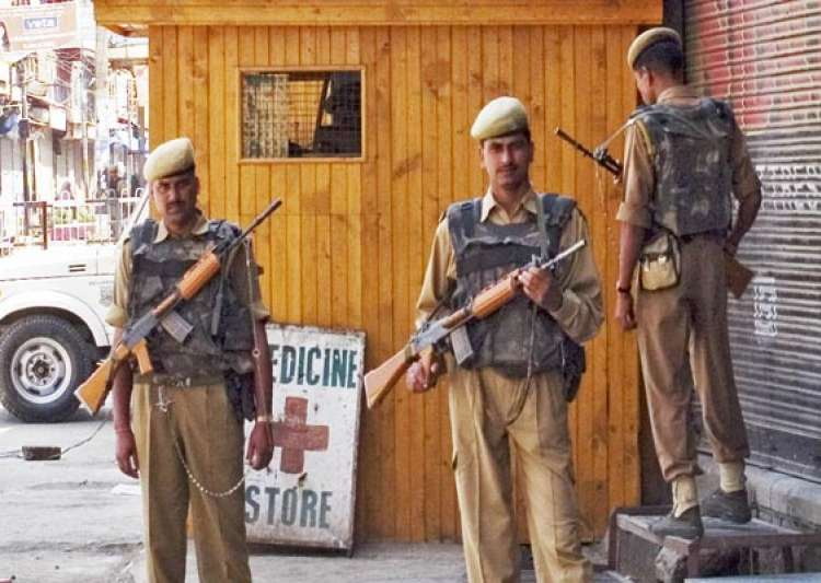 one killed as militants attack liquor shop in srinagar- India Tv