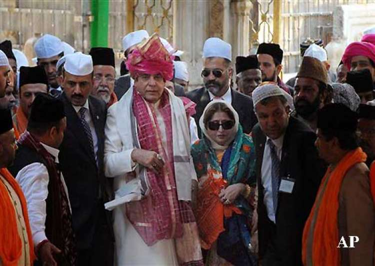 pak pm prays for peace at ajmer shrine meets khurshid over- India Tv