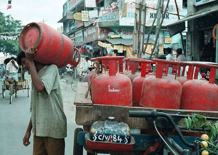 price of non subsidized lpg cylinder hiked by rs 127- India Tv