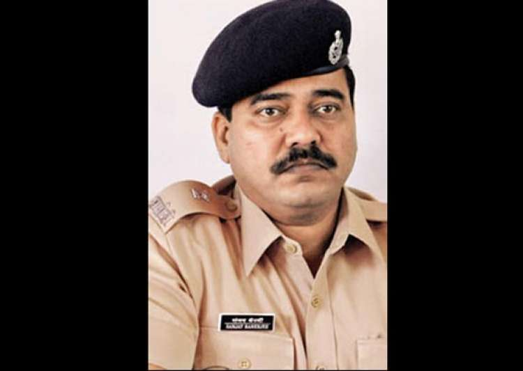 maharashtra ats dcp banerjee shoots himself with own- India Tv