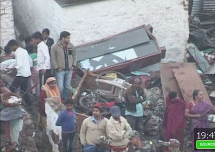 7 killed 35 injured in water tank collapse on bhopal slums- India Tv