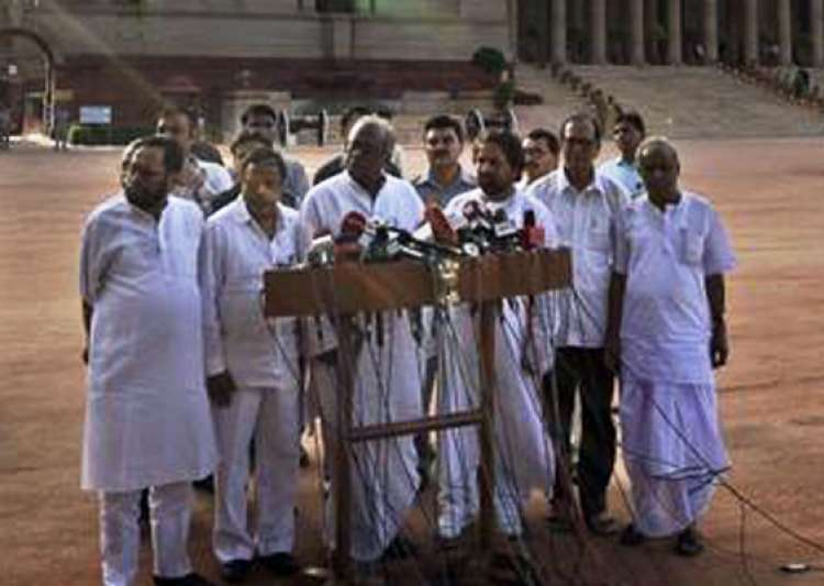 trinamool to move resolution in parliament against fdi- India Tv