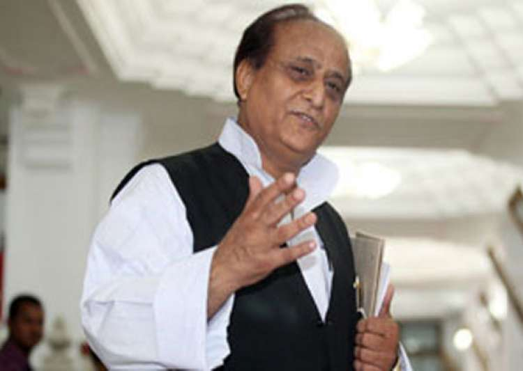 up minister azam khan slaps train attendant forces him to- India Tv