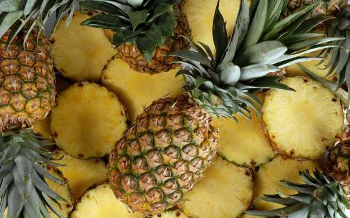 Pineapple: It is a fruit that is considered as a storehouse of Vitamin C. Acne is another problem that is faced during winter, the pimples last longer and deeper as the pores are cracked leaving it open for dust particles to enter. Pineapple is an anti-oxidant for acne, fights blemishes, black marks, blackheads and purifies pores deeply which leaves skin clean and clear.