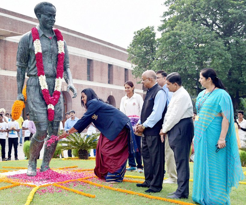 PV Sindhu paid tribute to Major Dhyan Chand on his birth anniversary alongside Sports and Youth Affairs Minister Vijay Goel.