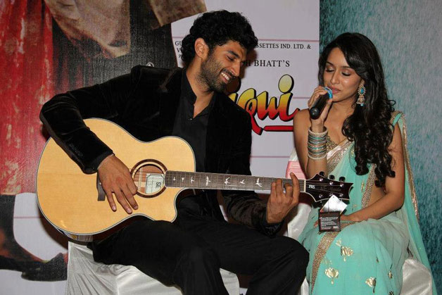 Aditya Raoy Kapoor was said to be dating VJ Rhea Chakraborty in this initial days in the industry but the two parted ways later. Aditya was also linked up with Shraddha Kapoor post the release of 'Aashiqui 2'. However, both Aditya and Shraddha never excepted their relationship publicly and always maintained the 'just friends' stance.