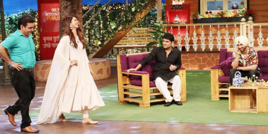 Sonam teaching one of her fans how to walk on the ramp on TKSS