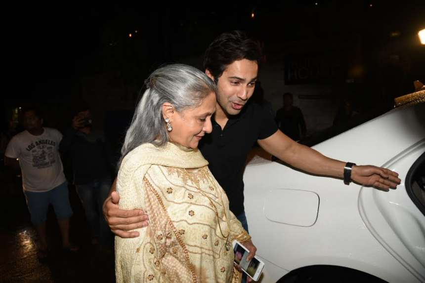 Varun's love and respect for Jaya is evident in the picture as the actor can be seen escorting the lady to her car. Well, the handsome hunk is truly a gentleman.