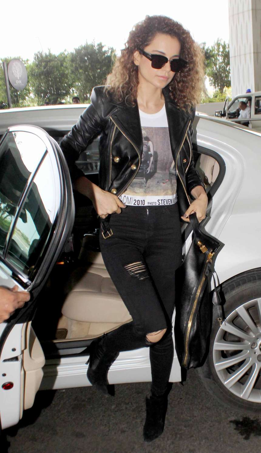 Kangana Ranaut is in her fashion best like usual. The 'Queen' of Bollywood has redefined fashion for herself and her young fans. Wearing a black distresses jeans with a black leather biker jacket, the Manikarnika actress is slaying the airport attire