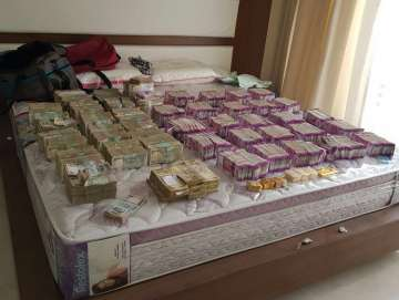 I-T dept, Income tax, Rs 4 crore, new notes