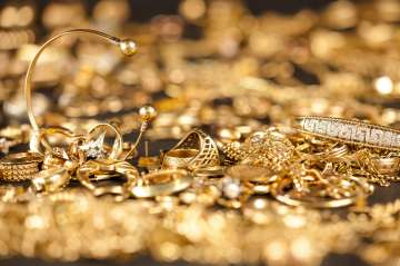 Burglars steal 30 kg jewellery worth Rs 9 cr from...