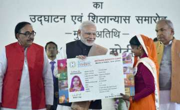 PM Modi felicitates beneficiaries of different...