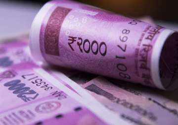 File pic - New Rs 2,000 note on display - India...