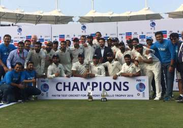 Team India poses for photo after winning 5th Test...