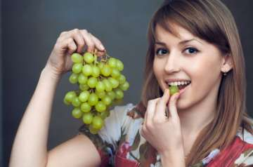 Here's why you should eat grapes daily - India...
