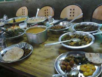 AMU students say being forced to eat vegetarian...