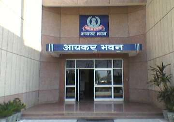 I-T makes public list of defaulters owing Rs 448...