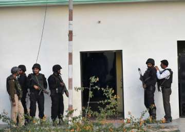 Suspected terrorist holed up in Lucknow - India TV