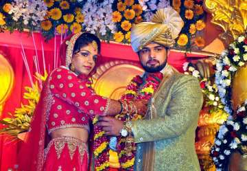 Rio-star Sakshi Malik ties knot with wrestler...