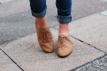 Do you know why your shoelaces often get loose?