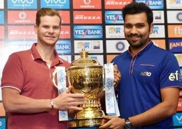 Rohit Sharma and Steve Smith pose with the IPL 10...